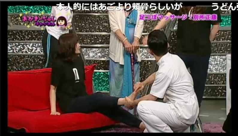 【足裏キャプ画像】タレントさんのこの綺麗な脚でチンコ踏んで貰いたくなる?w 08
