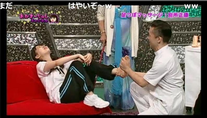 【足裏キャプ画像】タレントさんのこの綺麗な脚でチンコ踏んで貰いたくなる?w 12
