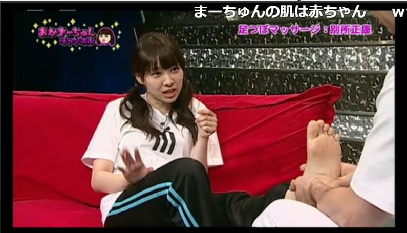 【足裏キャプ画像】タレントさんのこの綺麗な脚でチンコ踏んで貰いたくなる?w 17