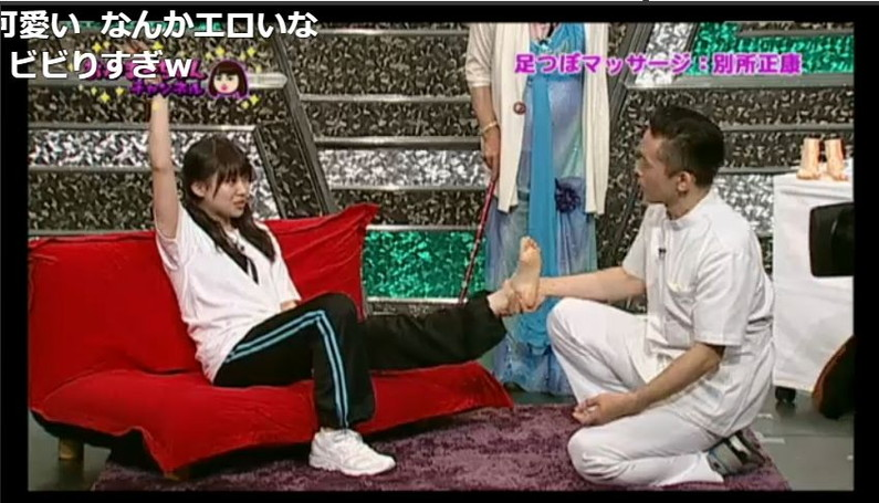 【足裏キャプ画像】タレントさんのこの綺麗な脚でチンコ踏んで貰いたくなる?w 18