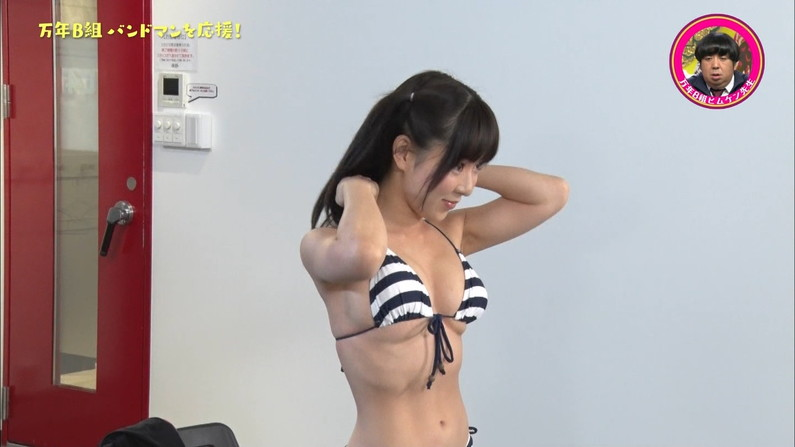 【水着キャプ画像】やっぱ水美女ってオッパイから先に見ちゃう?ww 13