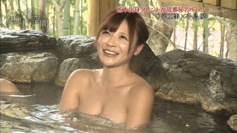 【温泉キャプ画像】温泉番組に出るタレントさん達がバスタオルから出すハミ乳ってエロすぎるだろw 12