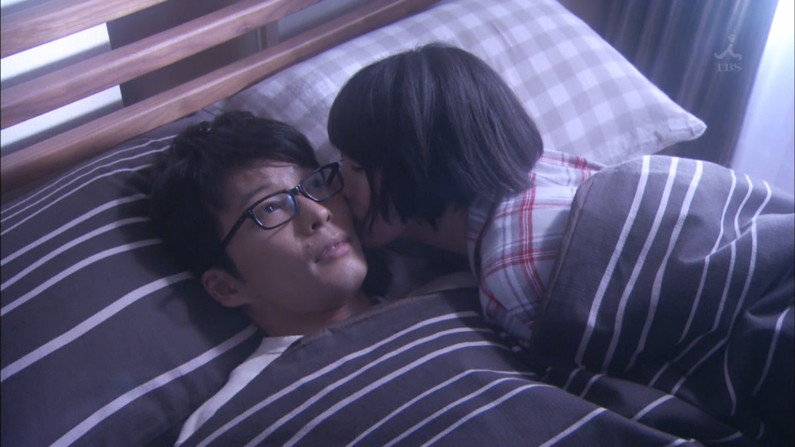 【キスキャプ画像】こんなキス顔見たりキスされたりしたら思わずテレビ越しでもドキドキしちゃうぞww 18