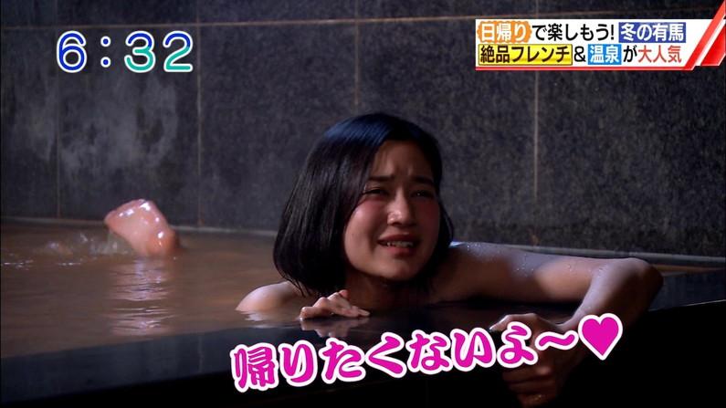 【温泉キャプ画像】温泉レポでバスタオルからハミ乳させてる巨乳タレントって何なんだ?w 06