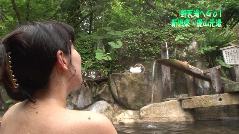 【温泉キャプ画像】タレントさん達がハミ乳しながら温泉レポートしてるんだけどw 06