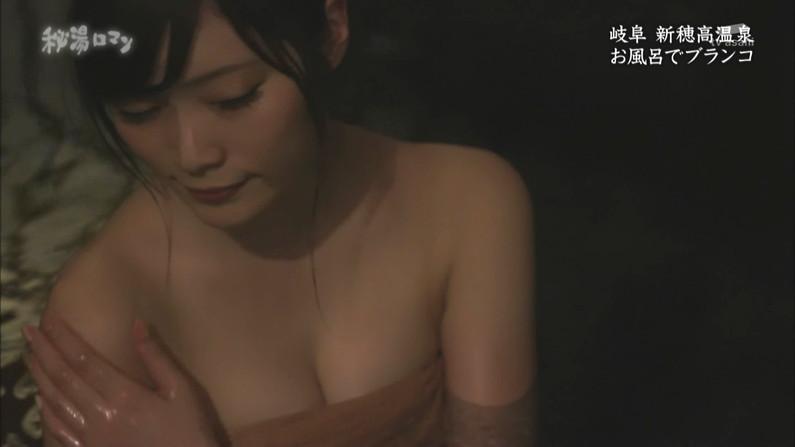 【温泉キャプ画像】タレントさん達がハミ乳しながら温泉レポートしてるんだけどw 09