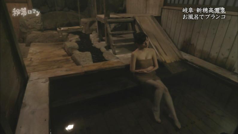 【温泉キャプ画像】タレントさん達がハミ乳しながら温泉レポートしてるんだけどw 10