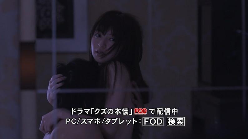 【濡れ場キャプ画像】映画などで女優さん達が乳首出して名演技披露ww 04