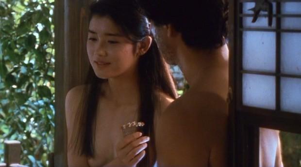 【濡れ場キャプ画像】映画などで女優さん達が乳首出して名演技披露ww 06