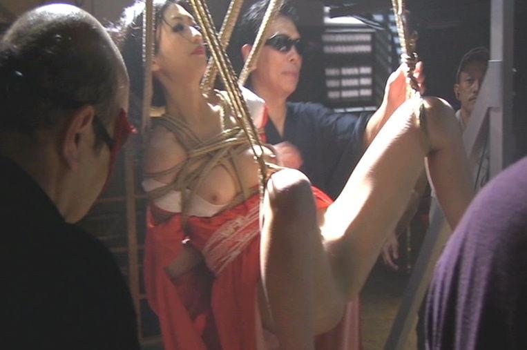 【濡れ場キャプ画像】映画などで女優さん達が乳首出して名演技披露ww 12