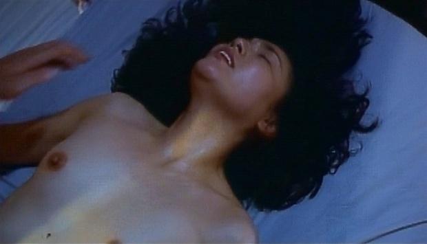 【濡れ場キャプ画像】映画などで女優さん達が乳首出して名演技披露ww 21