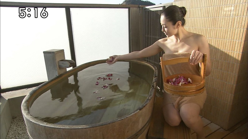 【温泉キャプ画像】仕事でもこんな美女と一緒に温泉入れたら癒されるよなw 17
