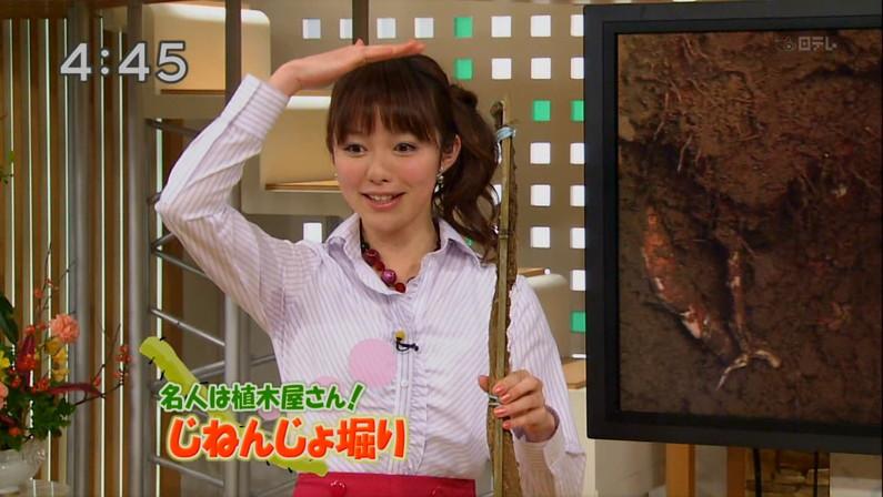 【脇汗キャプ画像】とめどなく溢れてくるお汁で染み作っちゃったタレント達w 01