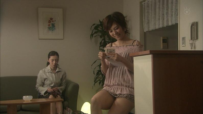 【太ももキャプ画像】タレントさん達の美脚太もも見てたらムラムラが収まらんw 05
