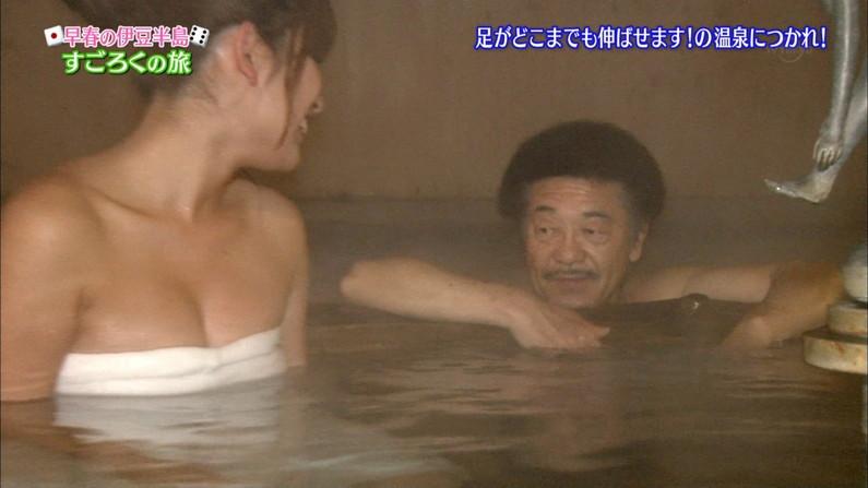 【温泉キャプ画像】こんなオッパイ見ながら温泉に浸かれたら天国にいる気分だろうなw 08