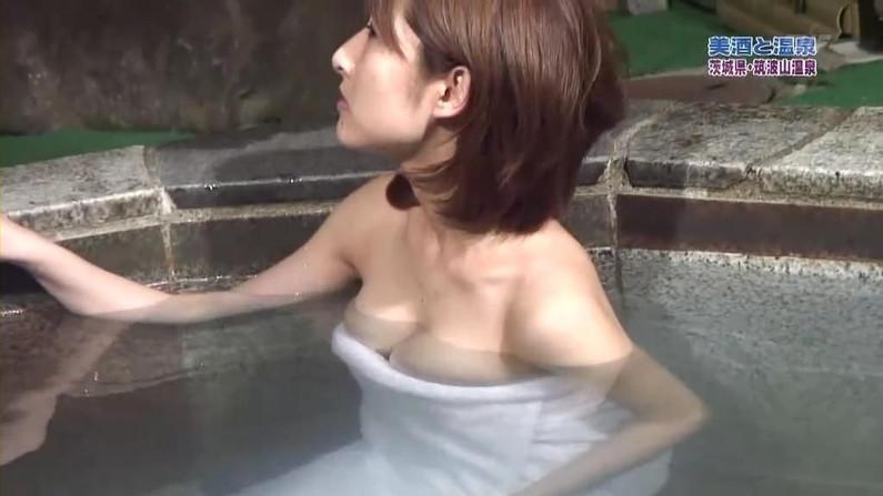 【温泉キャプ画像】こんなオッパイ見ながら温泉に浸かれたら天国にいる気分だろうなw 15