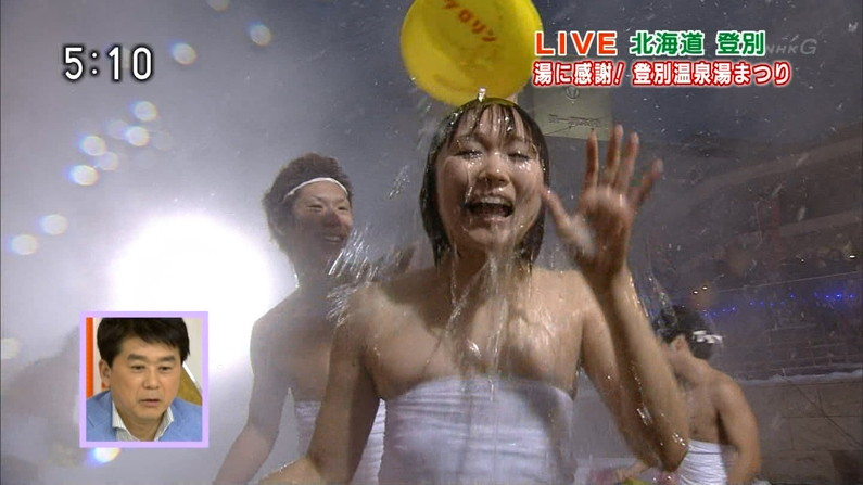 【温泉キャプ画像】こんなオッパイ見ながら温泉に浸かれたら天国にいる気分だろうなw 16