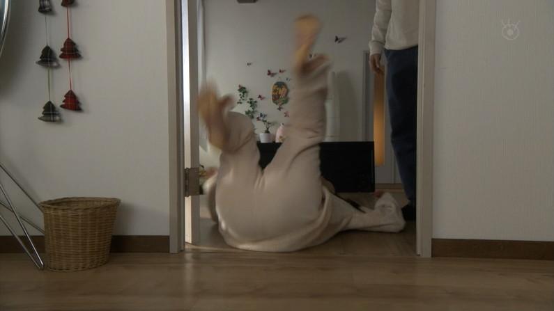 【マン筋キャプ画像】オメコに食い込み過ぎてマン筋くっきり見えちゃってますけどww 03