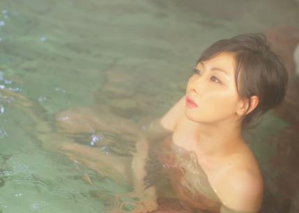 【温泉キャプ画像】いつ見ても美女の入浴してる姿ってエロいよなw 05