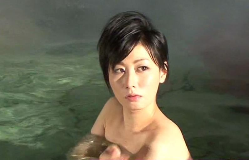 【温泉キャプ画像】いつ見ても美女の入浴してる姿ってエロいよなw 06