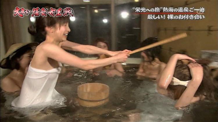 【温泉キャプ画像】いつ見ても美女の入浴してる姿ってエロいよなw 24