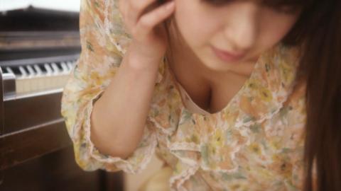【胸ちらキャプ画像】服着ててもそんなにオッパイ見えてたら意味無いじゃんw 06
