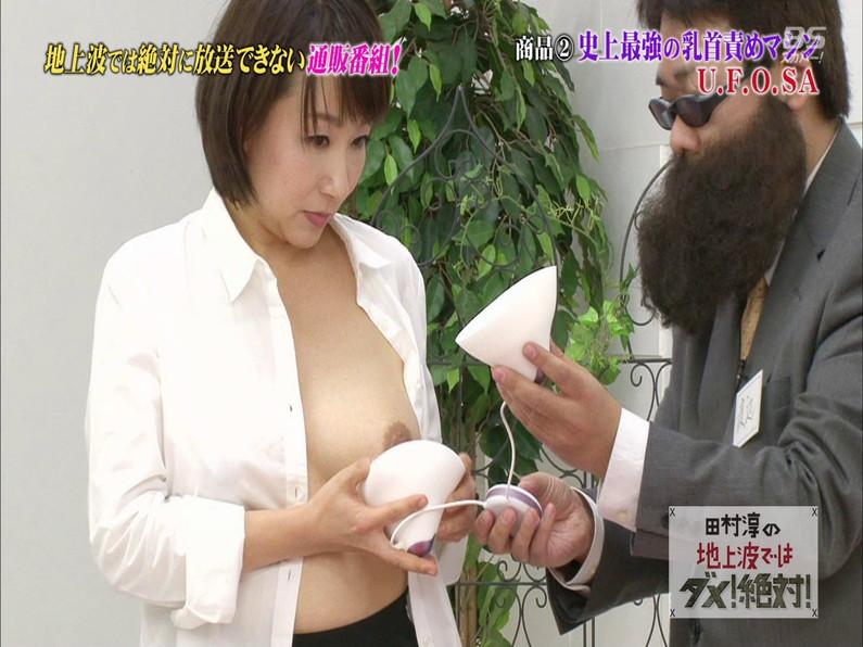 熟女が乳首にチクニ―器具付けて実体験w