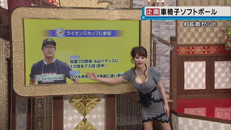 【胸ちらキャプ画像】巨乳だろうが貧乳だろうが関係なくテレビでは胸ちら見放題w 05