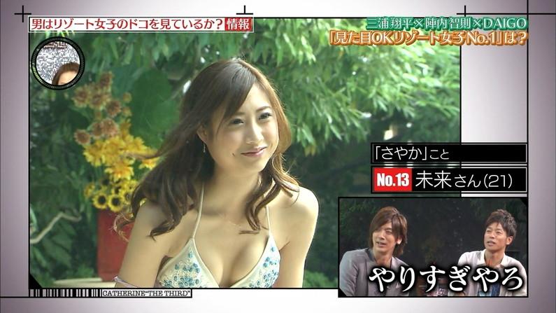 【水着キャプ画像】テレビに映るボインちゃんの水着姿の破壊力は相変わらずやべーなww 18