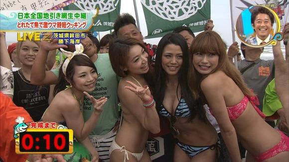 【水着キャプ画像】夏が恋しくなったから水着姿のテレビに映った巨乳の素人美女集めたったw 16