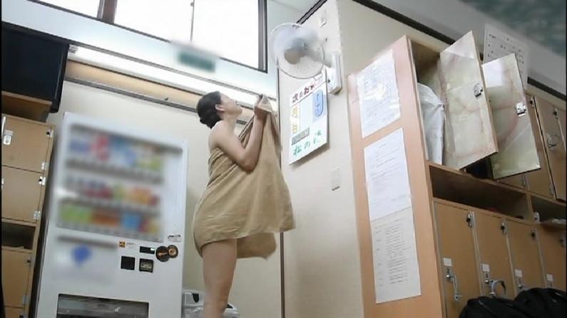 【温泉キャプ画像】ハミ乳しまくりでポロリが期待できる温泉レポートww 05