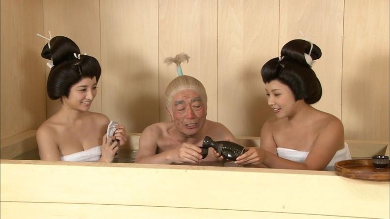 【温泉キャプ画像】ハミ乳しまくりでポロリが期待できる温泉レポートww 21
