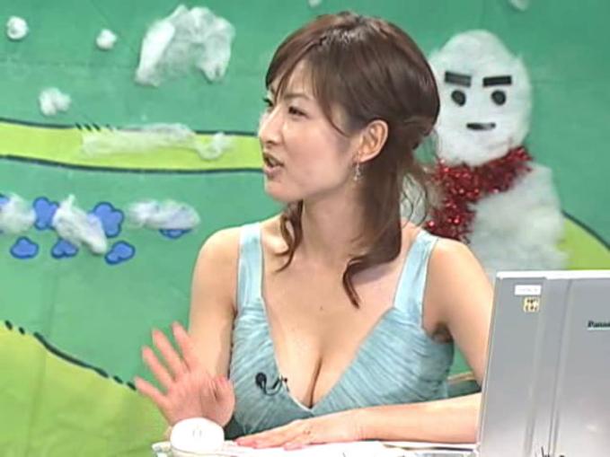 【胸ちらキャプ画像】胸元ゆるゆるのタレント達の谷間が見放題な件ww 11