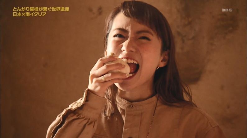 【疑似フェラキャプ画像】食レポしてる時つい本性が現れちゃってエッチな顔になってるタレント達w 18