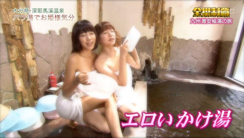 【温泉キャプ画像】あざとくバスタオルからハミ乳させるのが温泉レポのコツらしいぞw 05