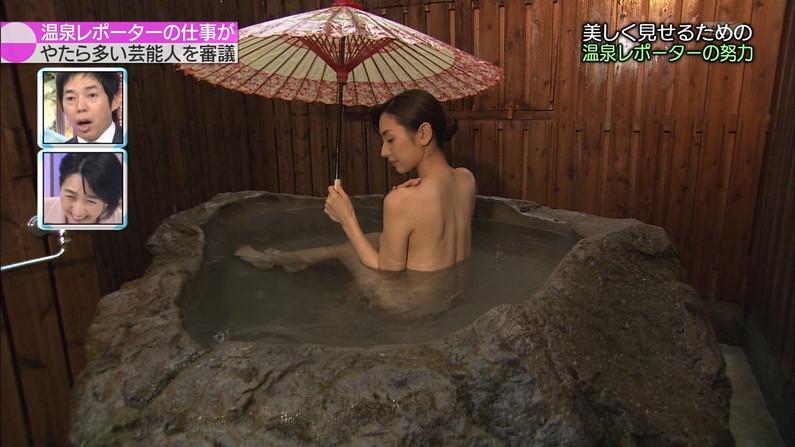 【温泉キャプ画像】あざとくバスタオルからハミ乳させるのが温泉レポのコツらしいぞw 10