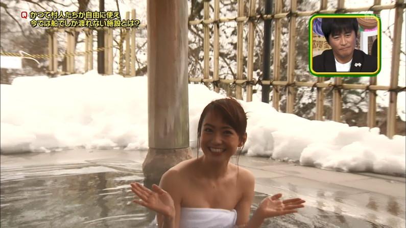 【温泉キャプ画像】あざとくバスタオルからハミ乳させるのが温泉レポのコツらしいぞw 18
