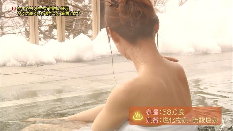 【温泉キャプ画像】あざとくバスタオルからハミ乳させるのが温泉レポのコツらしいぞw 21