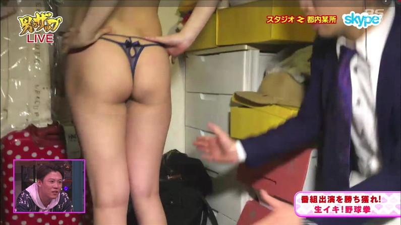 【お尻キャプ画像】水着やら下着でテレビに出てくる美女達のお尻がエロすぎw 24