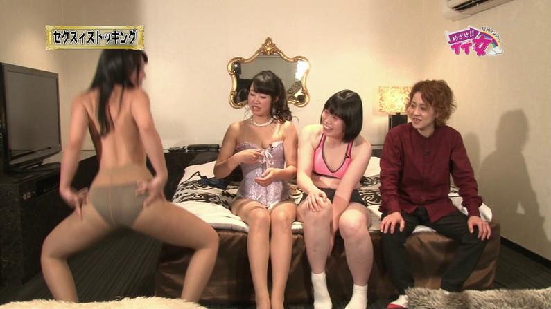 【お宝エロ画像】下着姿の美女が大きなお尻振って誘惑してるぞww 12