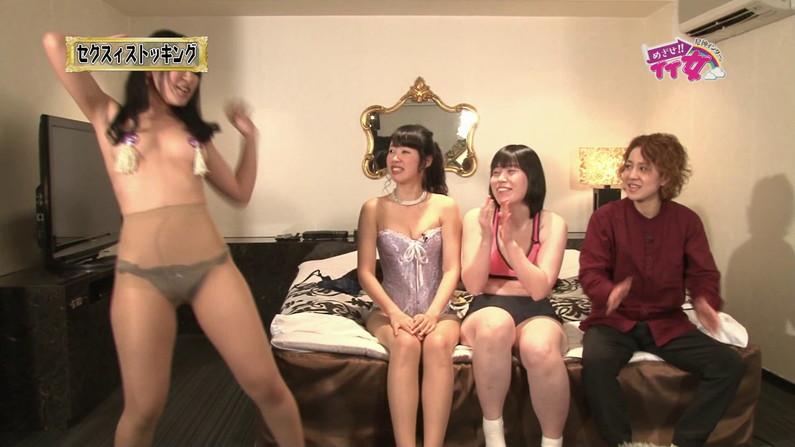 【お宝エロ画像】下着姿の美女が大きなお尻振って誘惑してるぞww 13