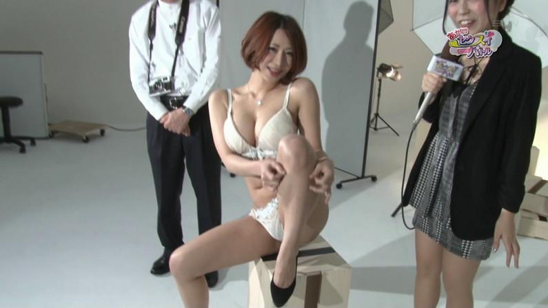【お宝エロ画像】下着姿の美女が大きなお尻振って誘惑してるぞww 21