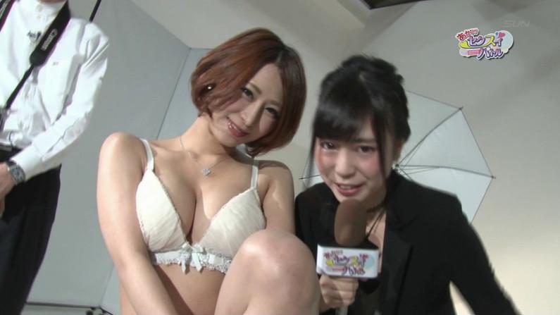 【お宝エロ画像】下着姿の美女が大きなお尻振って誘惑してるぞww 23