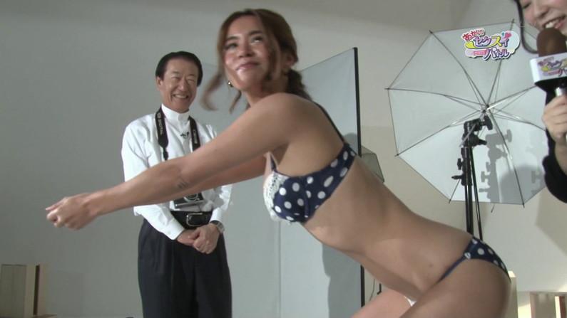 【お宝エロ画像】下着姿の美女が大きなお尻振って誘惑してるぞww 28