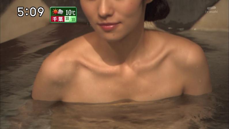 【温泉キャプ画像】谷間見せつける美女達のセクシー入浴シーンって思わず見入ってしまいますねw 05