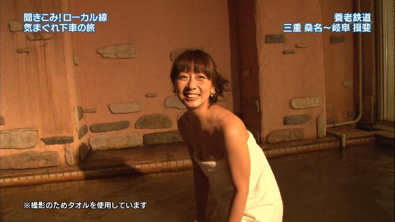 【温泉キャプ画像】谷間見せつける美女達のセクシー入浴シーンって思わず見入ってしまいますねw 10