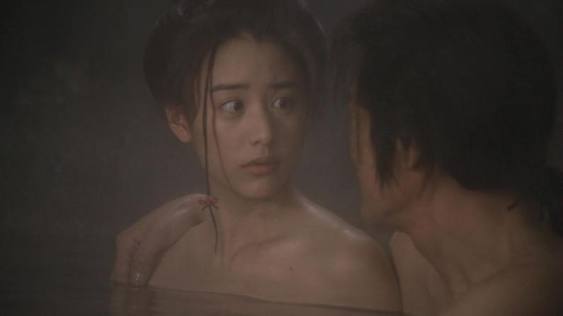 【温泉キャプ画像】谷間見せつける美女達のセクシー入浴シーンって思わず見入ってしまいますねw 14