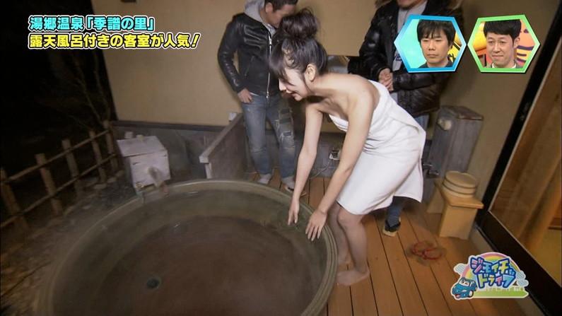 【温泉キャプ画像】谷間見せつける美女達のセクシー入浴シーンって思わず見入ってしまいますねw 15