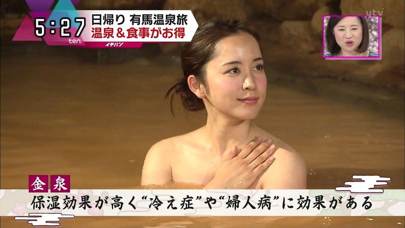 【温泉キャプ画像】谷間見せつける美女達のセクシー入浴シーンって思わず見入ってしまいますねw 16