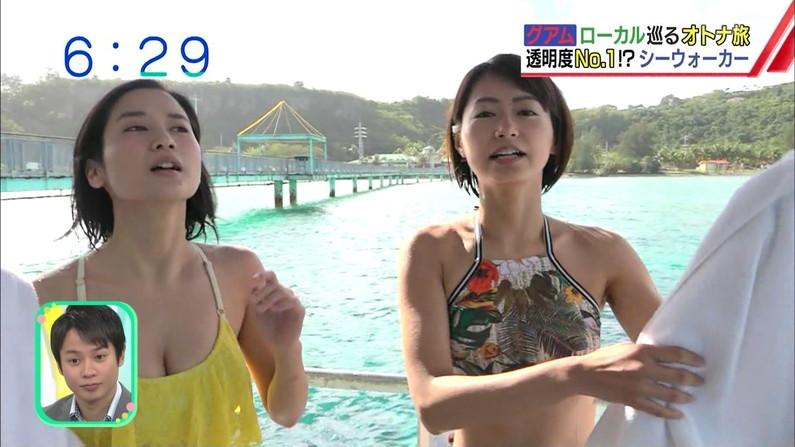 【水着キャプ画像】テレビに水着姿で出てくる美女が、乳首まで見えそうで目が離せんw 06